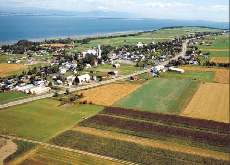 CRÉDIT: RAPPORT ANNUEL DE GESTION 2014-2015 Commission de protection du territoire agricole du Québec
